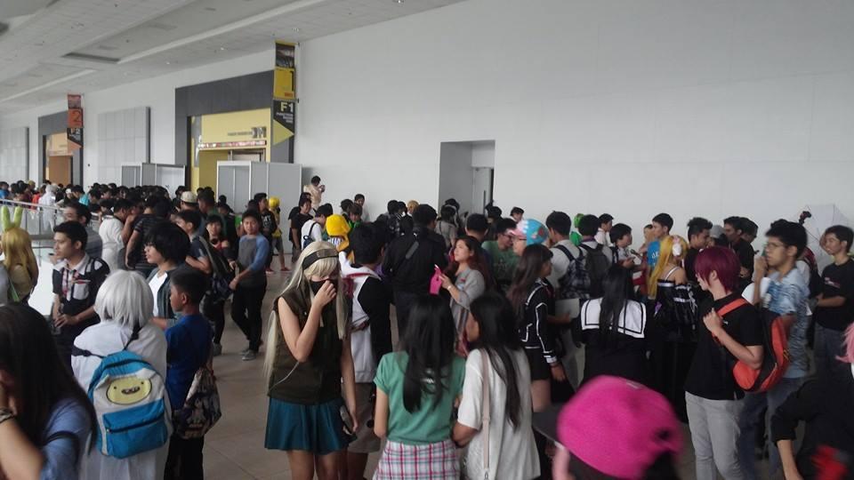 2014_11_otakuzine_launch_party_crowd