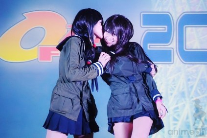 YURI SHIP: Ooichi x Kitakami cosplayers had a dance number that ends with a kiss.